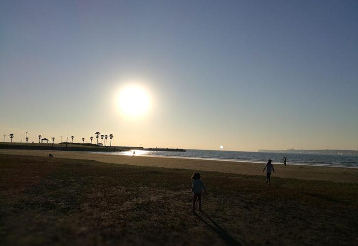 夕日の沈む海